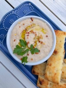 A healthy white homemade bean dip with garlic! Easy and a party favorite.