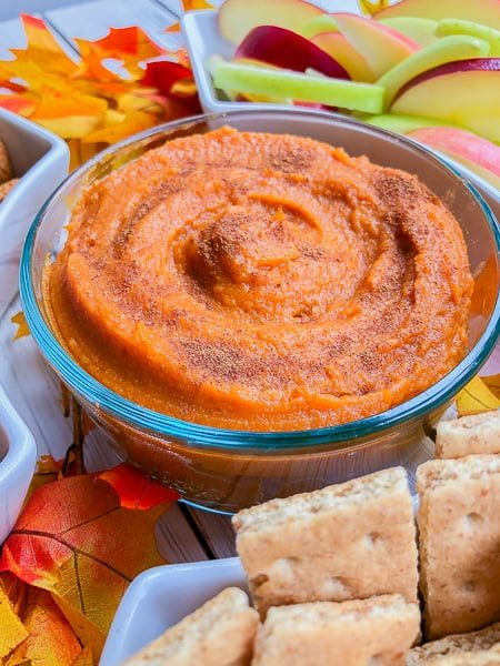 pumpkin dip with pumpkin puree and spices