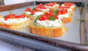 Easy crostini party appetizer recipe with ricotta and roasted red peppers | How to make crostini #appetizer #bitesized #ricotta