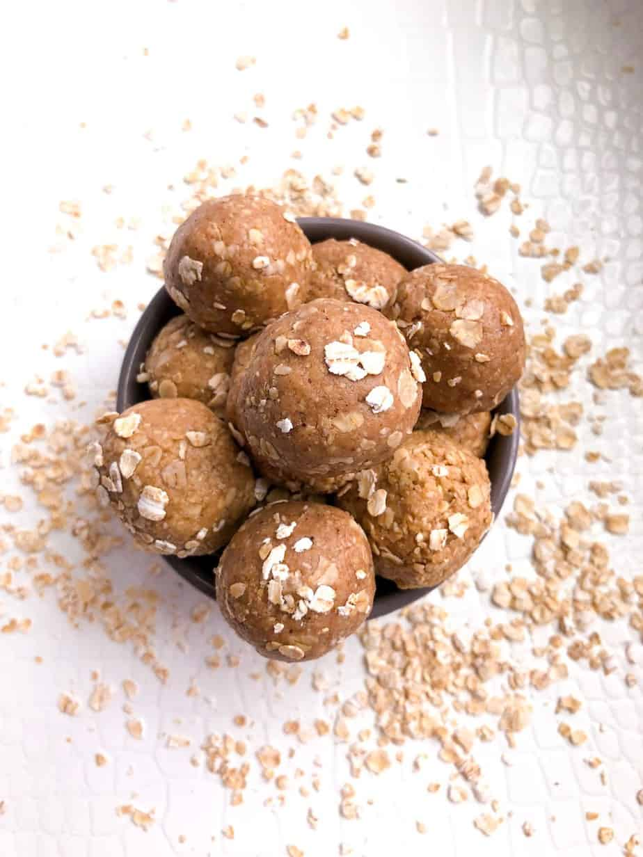 oatmeal energy bites with peanut butter