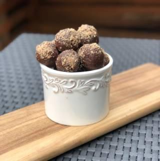 Healthy Chocolate Chia Energy Bites