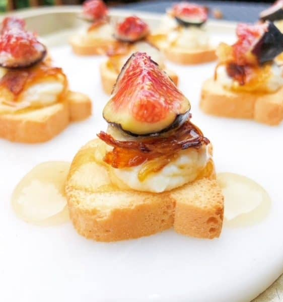 Mini Canapé Toasts With Sweet Cheese