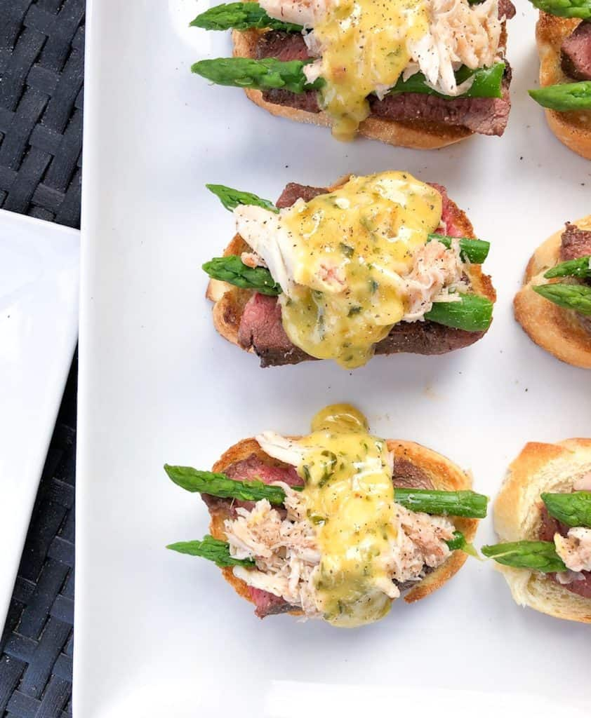 This fancy appetizer is bite size and all about the beautiful presentation! Finger foods at its best! Great for entertaining or even a wedding cocktail hour! Filet and crostini! #weddingfood #appetizer #fingerfoods