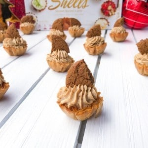 phyllo shells filled with a gingerbread cannoli cream