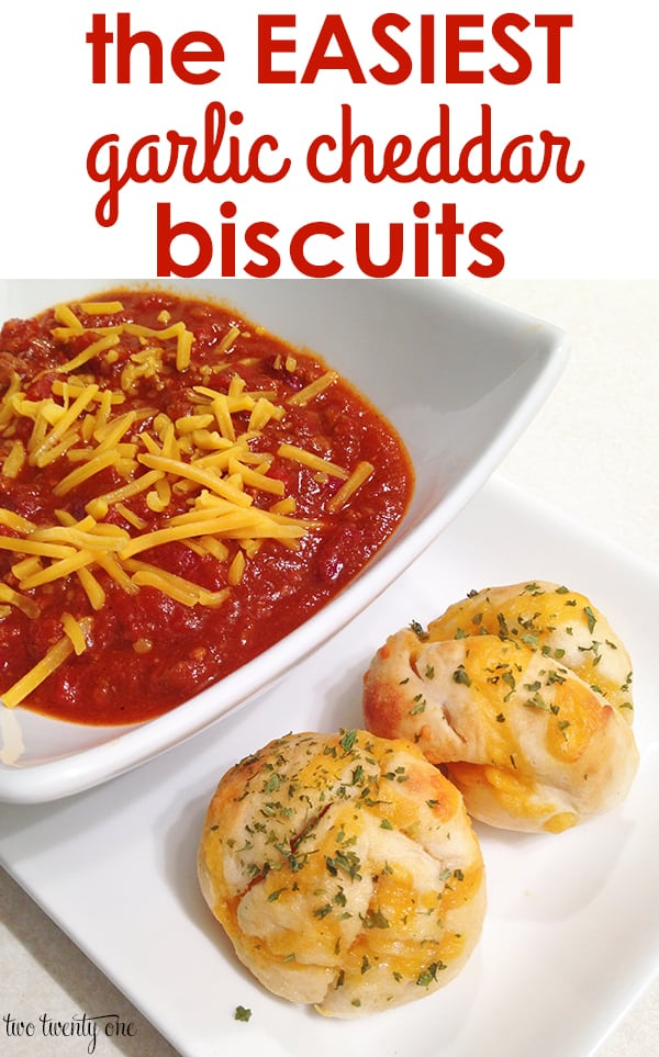 garlic cheddar biscuits with sauce