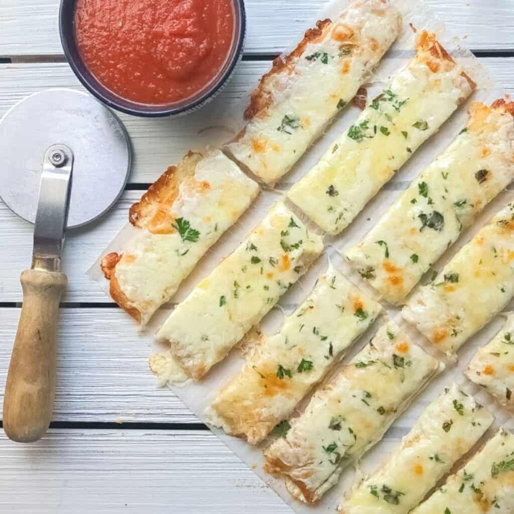 cheesy bread sticks with marinara sauce