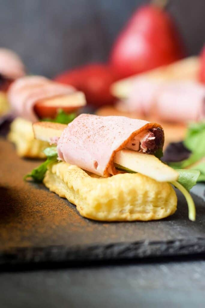 ham and pear puff pastry appetizer bites
