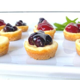 easy mini cheesecake cups with cookie crust and fruit topping