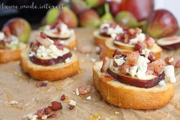 blue cheese fig and pancetta crostini.