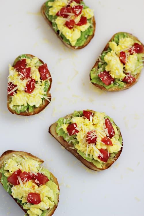 egg and avocado breakfast crostini recipe.