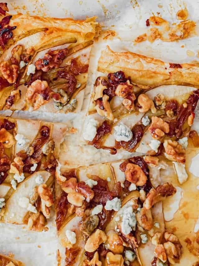 Squares of puff pastry with pears, onion, walnuts and blue cheese drizzled with honey.