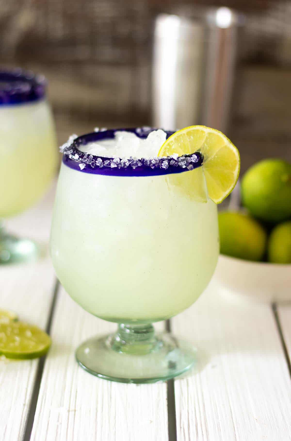 Classic margarita on table with lime slice.